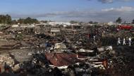 Verheerende Explosion auf einem Markt für Raketen und Böller