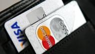 Streit um hohe Kartengebühren hat Folgen