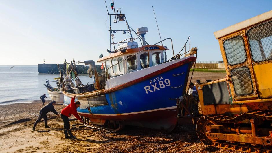 Fischer in Hastings an der britischen Küste