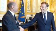 SPD- Kanzlerkandidat und Bundesfinanzminister Olaf Scholz und der französische Präsident Emmanuel Macron am Montag in Paris