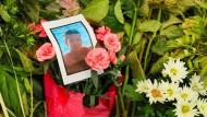 Zum Gedenken: Blumen und ein Foto an der Stelle in Bad Godesberg, an der Niklas getötet wurde.