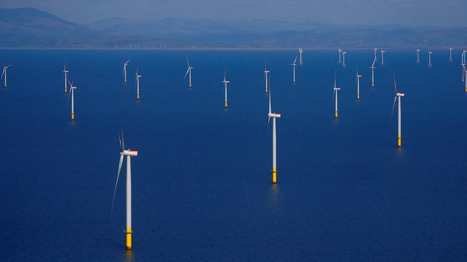 Ein Offshore-Windpark vor der Küste von Blackpool in Großbritannien.