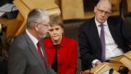 Schottlands Regierungschefin Nicola Sturgeon und Michael Russell (l.), Minister für die Verhandlungen mit der britischen Regierung über den Brexit