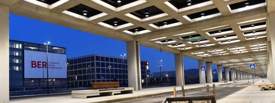 hauptstadtflughafen f r 2018 geplante ber er ffnung. Black Bedroom Furniture Sets. Home Design Ideas