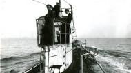 Ein deutsches U-Boot auf Feindfahrt. Im Februar 1917 wurde der uneingeschränkte U-Boot-Krieg wieder aufgenommen. Undatierte Aufnahme.