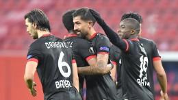 Leverkusen mit einem Bein in der Zwischenrunde