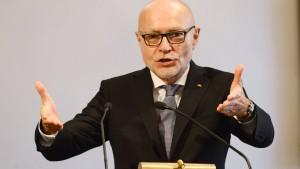Di Fabio liefert Seehofer weitere Munition gegen Merkel