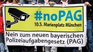 Die Gründungsmitglieder des Bündnis «noPAG - Nein! Zum neuen Polizeiaufgabengesetz» 2018 vor dem Rathaus in München (Symbolbild).