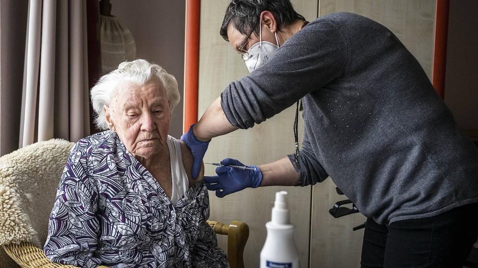 Impfung im Altenheim