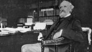Frankreichs Premier Alexandre Ribot (1842-1923). Den Sozialisten, die zum Kongress nach Stockholm fahren wollten, verweigerte er die Ausreise. Foto von 1916.