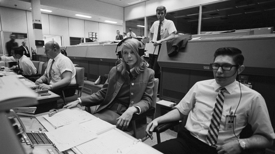"""Ihr Spezialgebiet: Abbruchsszenarien. """"Wie holt man den Astronauten zur Erde zurück, wenn es ein Problem gibt?"""" - Northcutt und Kollegen im März 1969 in Houston, bei der """"Mission Control"""" der Nasa."""