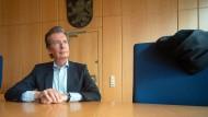Über 30 Jahre Erfahrung: Richter Martin Bach in einem Verhandlungssaal des Frankfurter Landgerichtes.