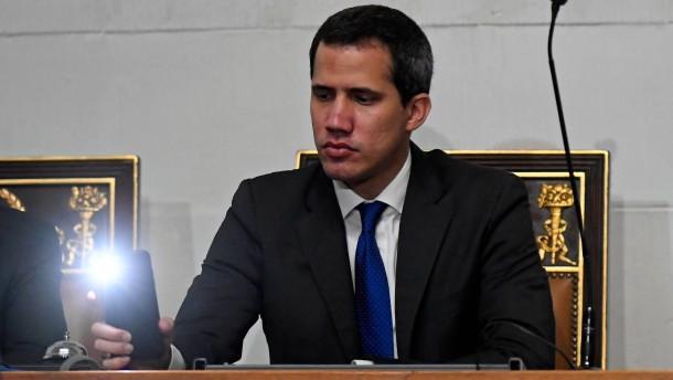 Juan Guaidó im Dunkeln vereidigt