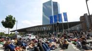 Ökologie und Finanzen: Klimaprotest vor der Frankfurter EZB im Mai