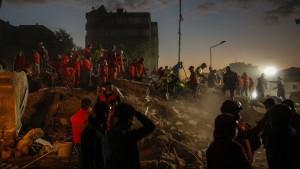 Kind 91 Stunden nach Erdbeben aus Trümmern gerettet