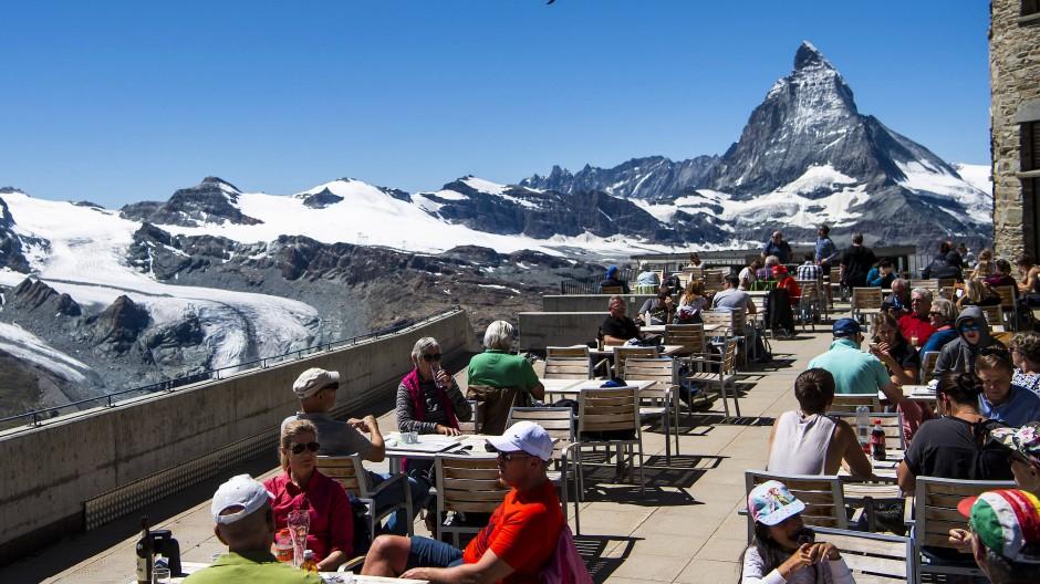 Ab Montag wieder möglich: Außengastronomie mit freier Sicht aufs Matterhorn