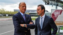 Gespannte Lage: Konzernlenker Tom Enders und Passagierjet-Chef Fabrice Brégier