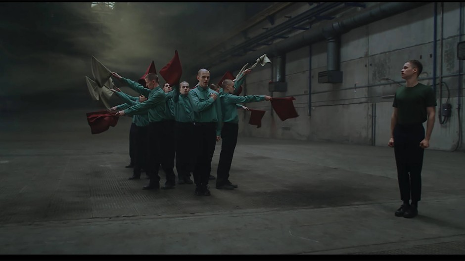 """Elektronische Beats und wahnhafte Szenen:  """"Moskau spricht"""" referiert auf die Perspektivlosigkeit der russischen Jugend."""