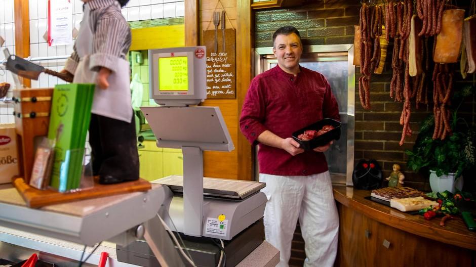 Fleisch aus der Wetterau: Metzgermeister Holger Buss betreibt das Familiengeschäft in der dritten Generation.