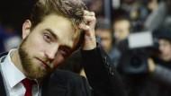 Fans stehen Schlange für Robert Pattinson