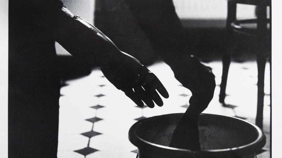 """Neuerwerbung aus der Fotoserie """"Putzen"""" (1992/93) von Susa Templin"""