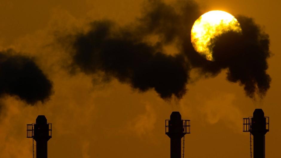 Nicht grün: Die rauchenden Schlote eines Berliner Blockheizkraftwerkes
