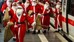 Vor Weihnachten viel los auf Straßen, Schienen und in der Luft