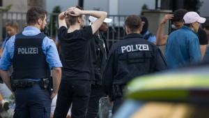 Polizeianwärter nach Krawallen festgenommen