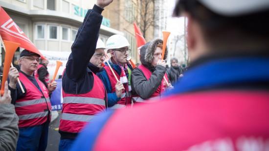 Demonstrationen zu Stellenabbau bei Siemens