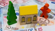 Hohe Gebühren für Immobilienbesitzer: Die Freude über ein Eigenheim kann da schnell vergehen.