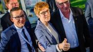 Daumen hoch: Annette Kramp-Karrenbauer wird das Saarland weiterregieren.