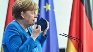 """Merkel: """"Hoffnungsfroh"""" mit Blick auf Sommerurlaub für Ungeimpfte"""