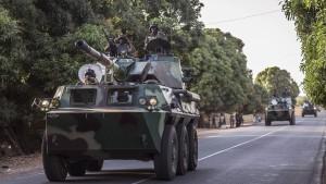 Senegal stoppt Einmarsch für Vermittlungsversuch