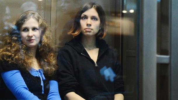 Pussy-Riot-Sängerinnen in Arbeitslager gebracht