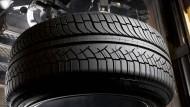 Größere und breitere Reifen favorisieren neben den Designern auch die Automobilkonstrukteure, weil sich dadurch das Maß für die Tragfähigkeit erhöht.