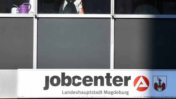 Jobcenter muss private Haftpflicht bezahlen