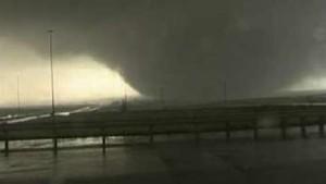 Heftiger Tornado richtet Zerstörungen an