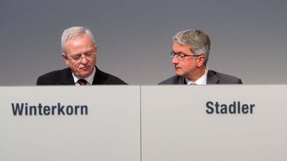 Spitzenmanager kaufen sich frei: Martin Winterkorn und Rupert Stadler zahlen zusammen mehr als 15 Millionen Euro Schadenersatz an Volkswagen.