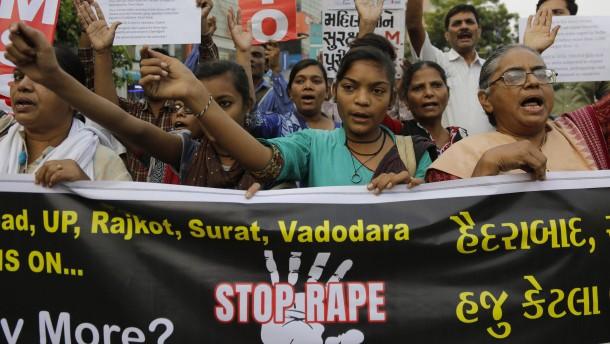 Inder fordern Zwangskastration und Todesstrafe für Täter