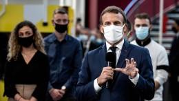 Macron kämpft mit seiner Maske