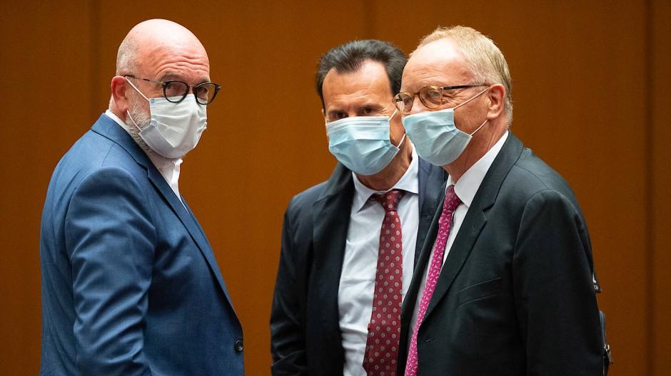 Bernd Osterloh (links), ehemals Vorsitzender im Konzernbetriebsrats der Volkswagen AG, hat als Zeuge im Strafprozess ausgesagt.