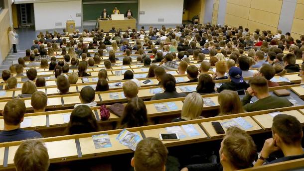 Warum Tausende ihren Doktortitel aberkannt bekommen könnten