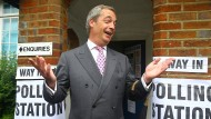 Way out: Farage am Tag des Brexit-Referendums vor einem Wahllokal