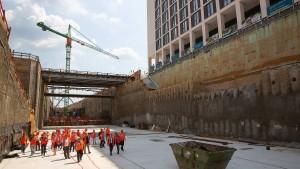 Tunnel für Gateway Gardens steht