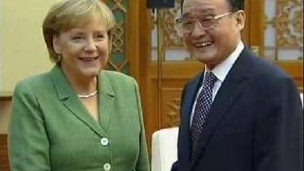 Merkel mahnt Meinungs- und Pressefreiheit an