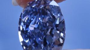 Blaue Schönheit unterm Hammer