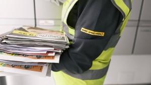 Paketzustellerin lässt mehr als 1000 Sendungen mitgehen