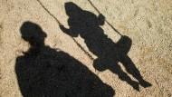 Werden meist als Monster geächtet: Männer mit pädophiler Neigung