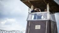 Grenzschützer:Salvini und Orbán am Donnerstag an der Grenze zu Serbien.