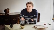 """""""Die Mode muss in freudiger Erwartung nach vorne schauen"""": Jonathan Anderson, 36 Jahre alt, arbeitet mit mehreren Marken zusammen."""